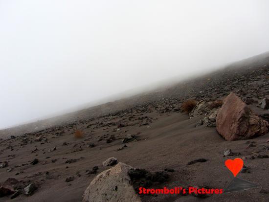 Nebbia durante la scalata allo Stromboli. - Ginostra (349 clic)