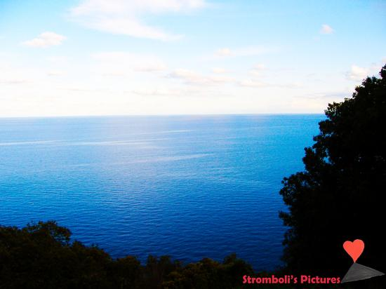L'intenso blu del mare. - Stromboli (1010 clic)