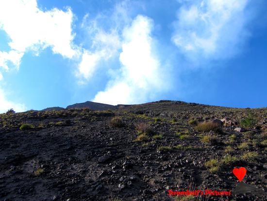 La sommità del vulcano Stromboli.  (472 clic)