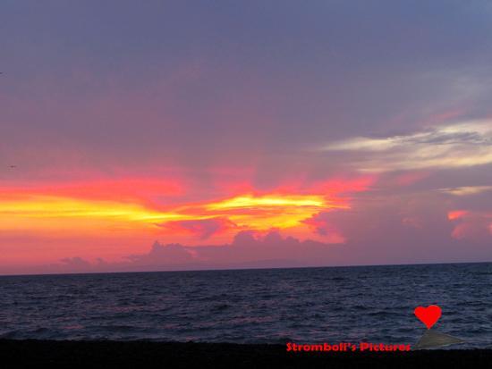 L'alba a Stromboli. (419 clic)