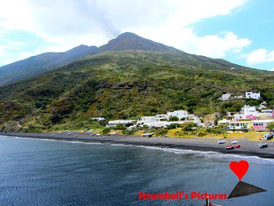 Paesaggio dell'isola di Stromboli. (230 clic)