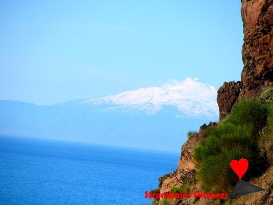 L'Etna visto dall'isola di Stromboli. (403 clic)