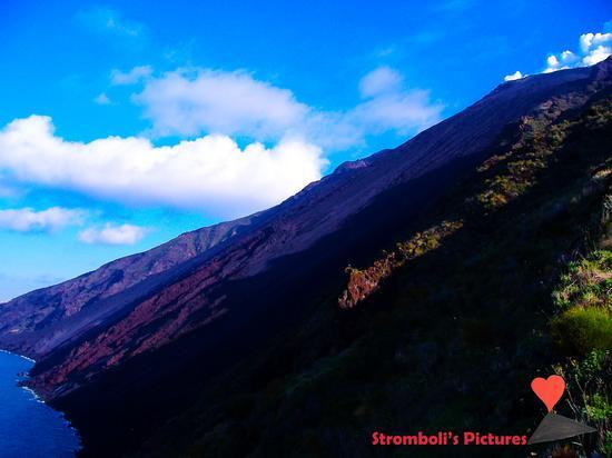 La Sciara del Fuoco Vista dal versante di Ginostra. (667 clic)
