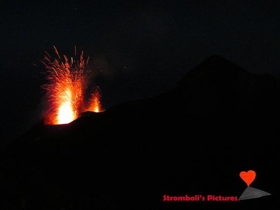 Doppia esplosione. - Stromboli (193 clic)