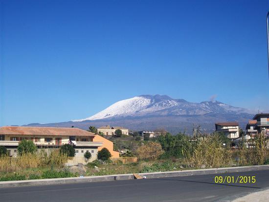 Vista del Etna ( Scattata da Paternò  in zona  vicino il  mercato settimanale  ) (525 clic)
