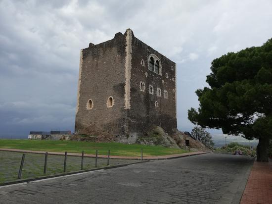 Il  Castello  Normanno Di Paternò (201 clic)