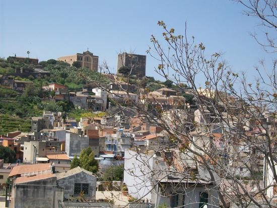 Vista della Chiesa  Matrice e del  Castello Normanno  di Paternò  ( ct ) (1243 clic)