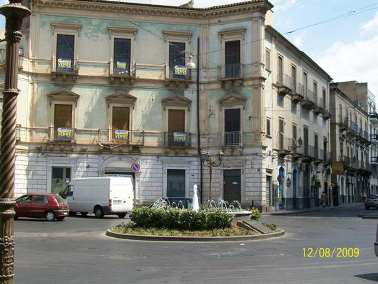 Piazza  Quttrocanti in Paternò (  ct ) (1300 clic)