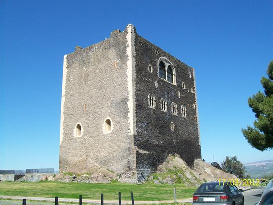 Castello  Normanno Paternò  ( ct )) (1014 clic)