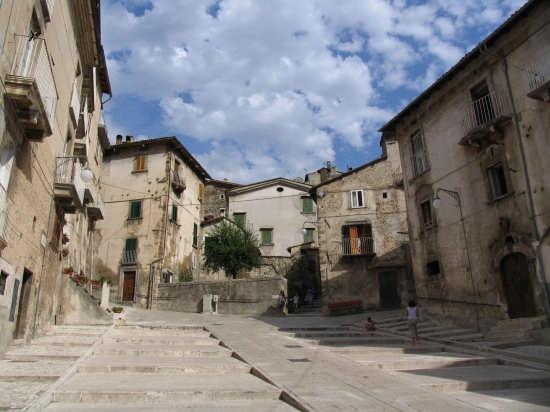 Piazzetta a Scanno (4255 clic)