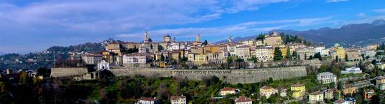 Panoramica mura di Città Alta - Bergamo - (2015 clic)