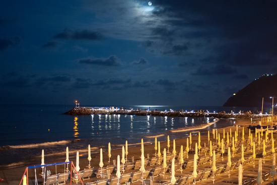 Notte sulla spiaggia - Laigueglia (564 clic)