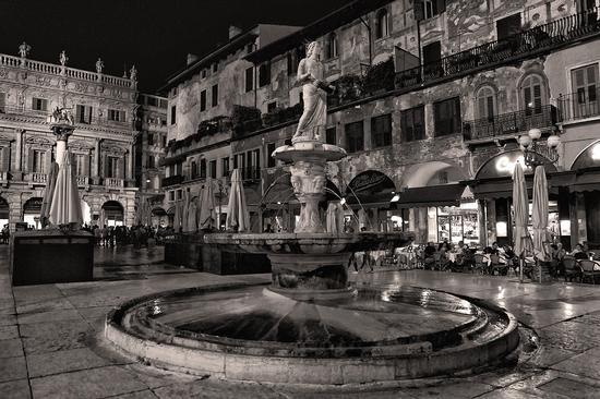 Verona piazza delle Erbe (962 clic)