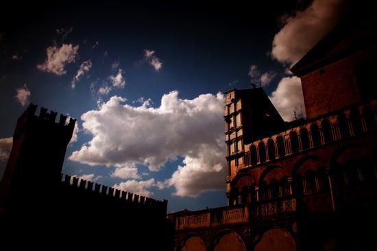Nuvola,tramonto, duomo. - Ferrara (704 clic)