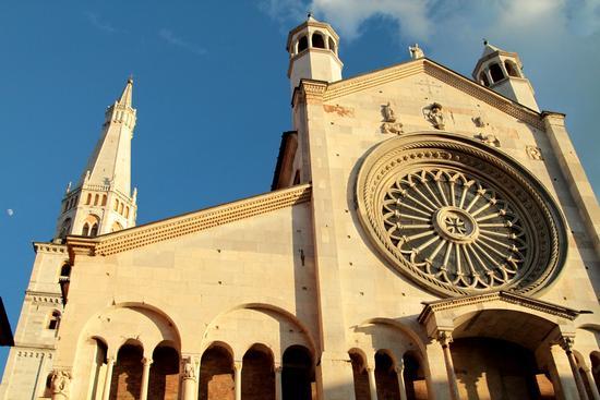 La luna e il Duomo - Modena (688 clic)