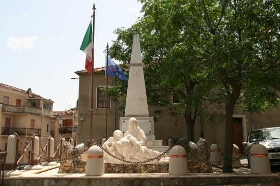 Monumento ai caduti - Civita (4015 clic)