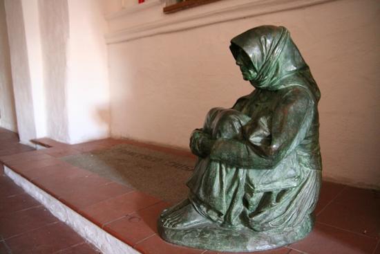 La tomba del pittore Francesco Ciusa - Nuoro (4825 clic)