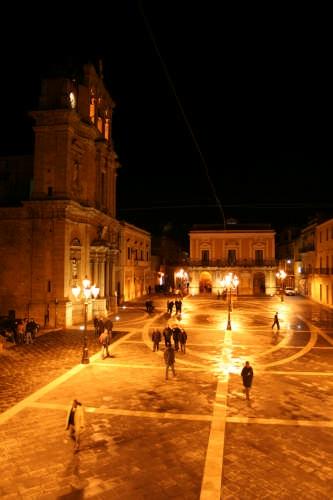 Piazza V. Emanuele - Niscemi (5375 clic)