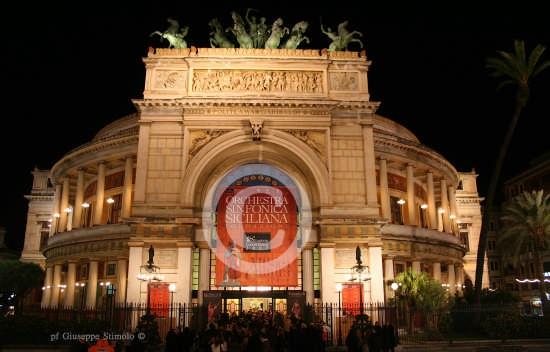 Palermo - Lo splendido Teatro Politeama. (7430 clic)