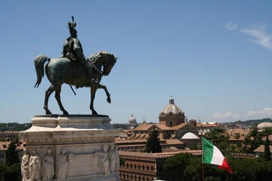 La statua equestre di Vittorio Emanuele II Re d'Italia e Padre della Patria - Roma (7911 clic)