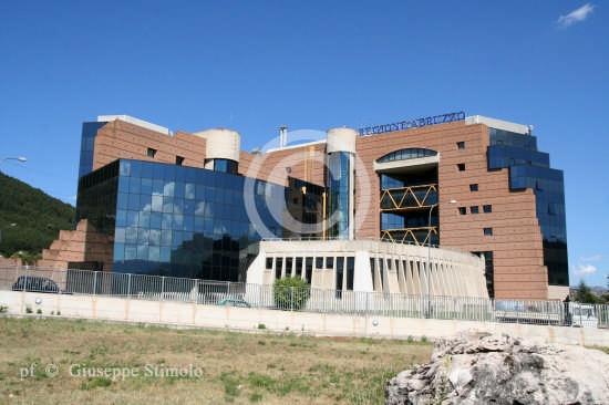 L'Aquila - La modernissima struttura che ospita la sede della Regione Abruzzo (3882 clic)