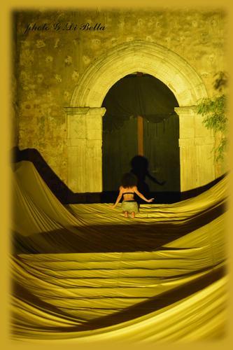 sui gradini della scalinata della Chiesa Madre - Sambuca di sicilia (968 clic)