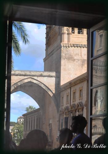 Dalla finestra....!! - Palermo (370 clic)