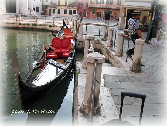 La gondola e il gondoliere. - Venezia - inserita il 19-Mar-19