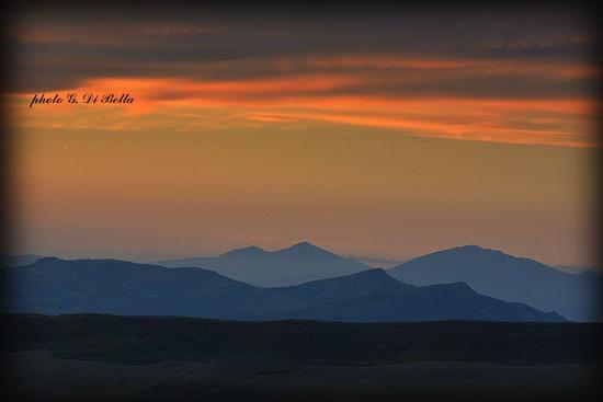 Lo skyline dei monti sicani. - Sambuca di sicilia (819 clic)