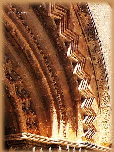 particolare del portale della  Chiesa  della Concezione - Sambuca di sicilia (285 clic)