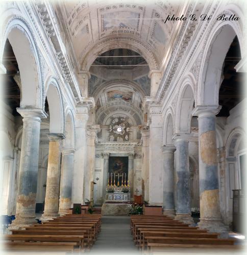 L'interno delle chiesa Madre restaurata dopo le ferite subite dal terremoto del 1968. - Sambuca di sicilia (254 clic)