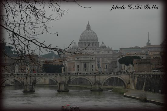 La basilica di San Pietro vista dal lungotevere. - Roma (485 clic)