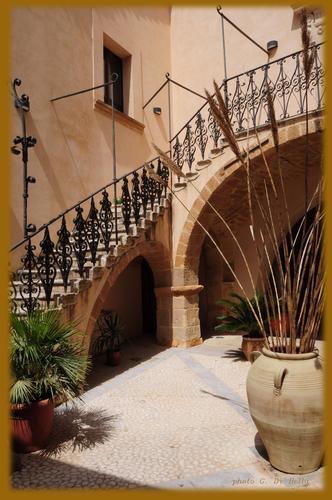lo scalone catalano del palazzo  - Sambuca di sicilia (661 clic)