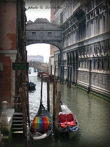 Il ponte dei sospiri ripreso dal lato opposto al solito. - Venezia (474 clic)