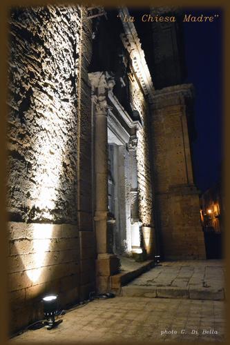 portale dell'ingresso dalla p.zza Centellis della Chiesa Madre - Sambuca di sicilia (627 clic)