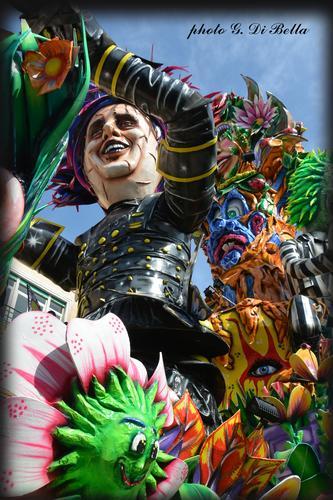 Il Carnevale di Sciacca.....Maestri della cartapesta. (520 clic)