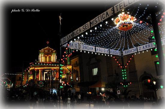 L'illuminazione alla veneziana durante la Festa di MM.SS.dell'Udienza - Sambuca di sicilia (708 clic)