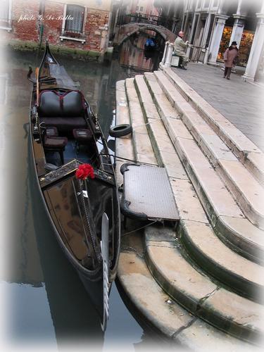 Gondola  a riposo....! - Venezia (450 clic)