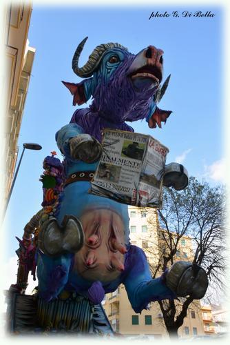 Il Carnevale di Sciacca 2019 il Carro La Bufala (215 clic)