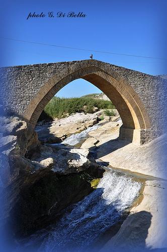 il ponte  Calatrasi sul fiume Belice. - Roccamena (833 clic)