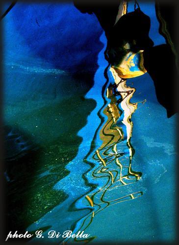 riflessi al porto di Sciacca (572 clic)