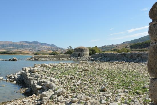 Il fortino di Mazzallakar visto dall'interno. - Sambuca di sicilia (457 clic)