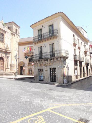 Piazza Garibaldi  - Piazza armerina (1119 clic)