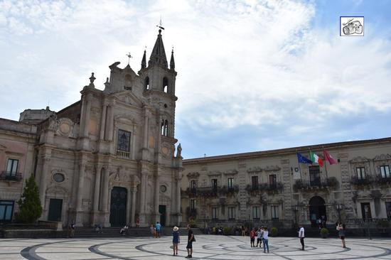 chiesa Sacro Cuore e piazza  - Acireale (133 clic)