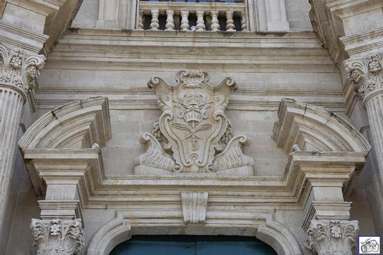 particolare chiesa Sacro Cuore e piazza  - Acireale (97 clic)