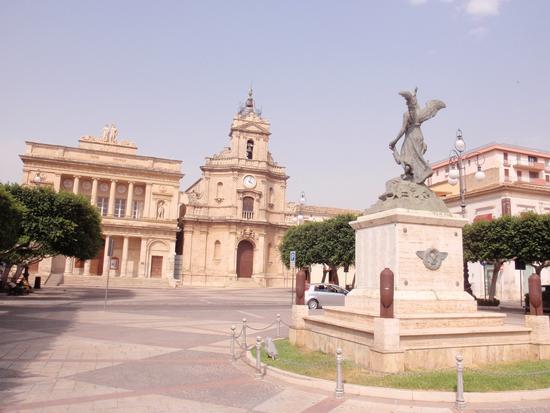Duomo e Piazza Duomo  - Vittoria (1856 clic)