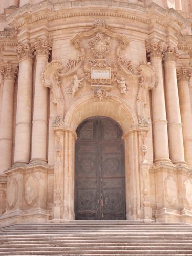 Portale del Duomo di San Giorgio   - Modica (1144 clic)