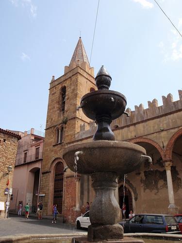 La bella fontana e la Matrice    - Castelbuono (1618 clic)