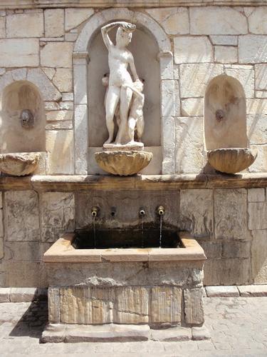La bella fontana dei quattro cannoli    - Castelbuono (1373 clic)