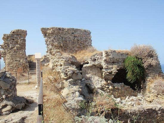 resti castello   - Capo d'orlando (133 clic)